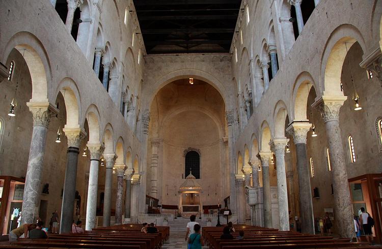 Внутри собора Святого Сабина
