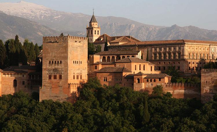 Архитектурный ансамбль Альгамбра