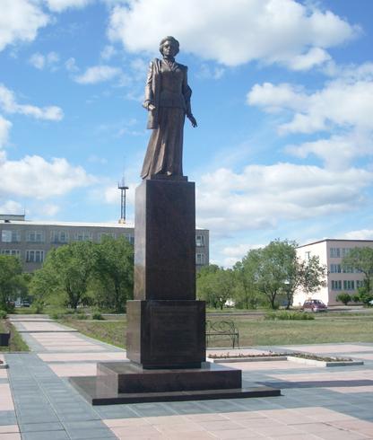 Памятник основательнице Черногорска Вере Баландиной