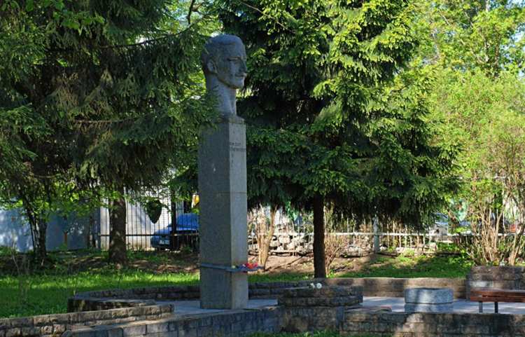 Памятник Виктору Кингисеппу