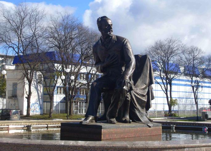 Памятник П.И. Чайковскому на площади Чайковского