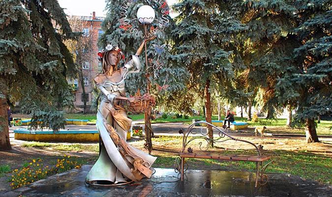 Скульптура Девушка-весна