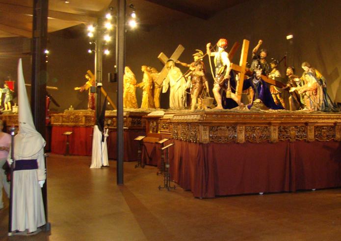 Внутри музея страстной недели