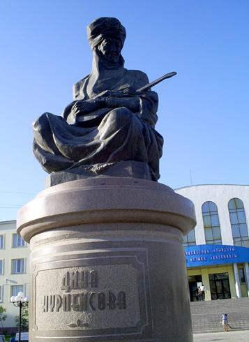 Памятник Дине Нурпеисовой