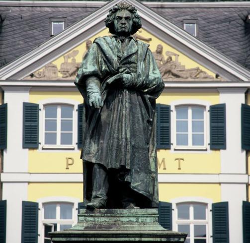 Памятники Бетховену