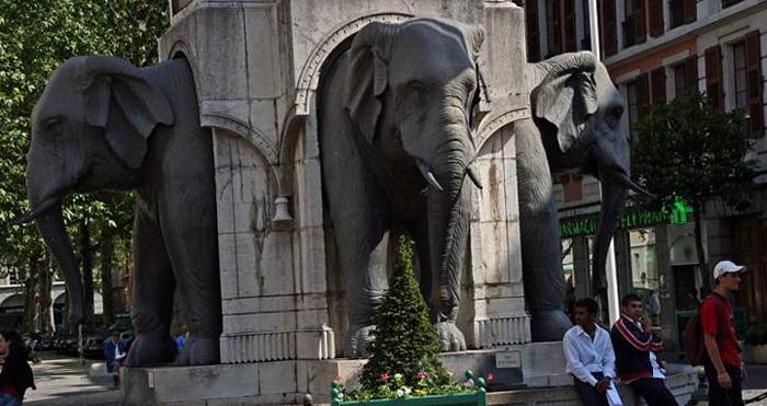 Фонтан слонов