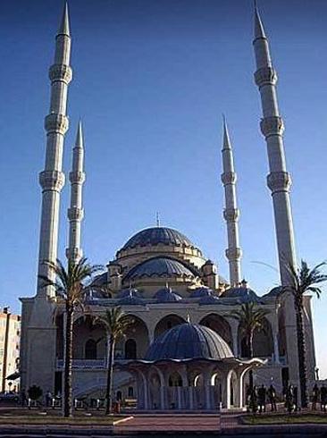 Мечеть Merkez Külliуe Camii