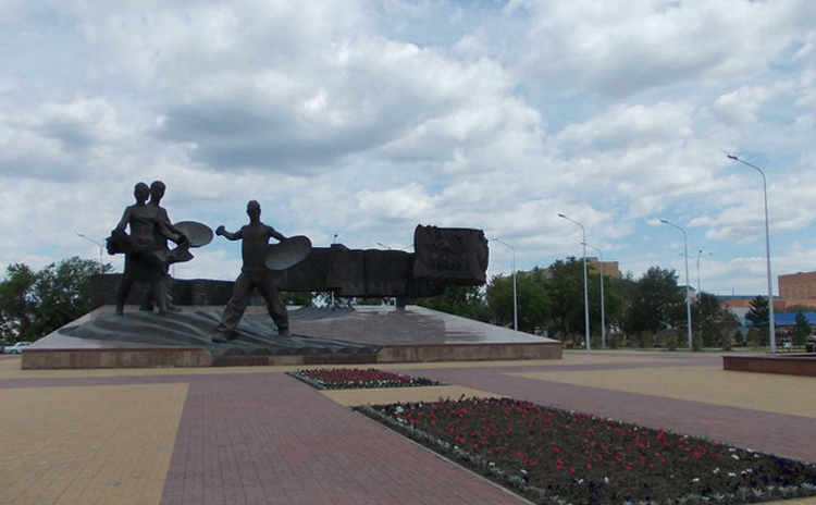 Монумент покорителям целины