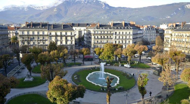 Площадь Виктора Гюго
