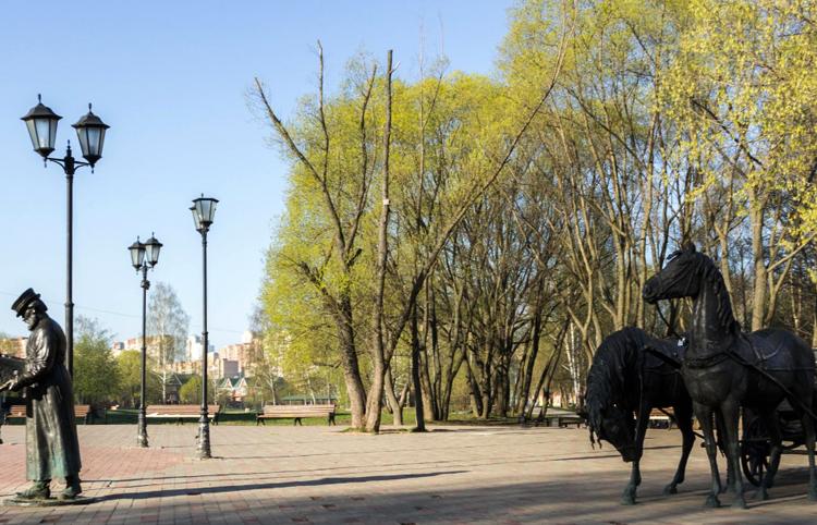 Парк культуры и скульптура ямщика