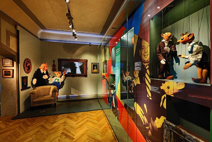 внутри музея марионеток