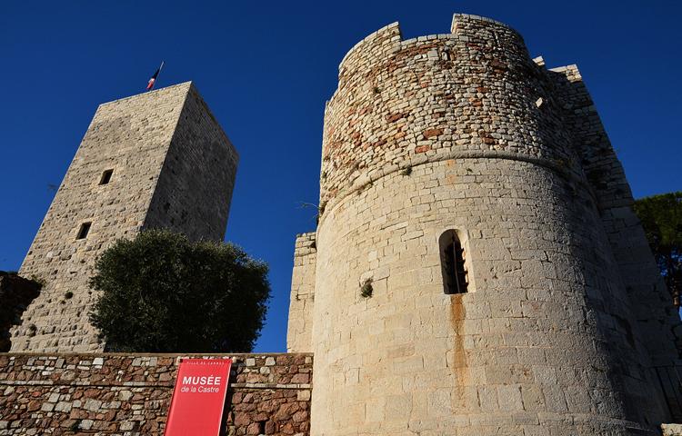 Замок де ля Кастр