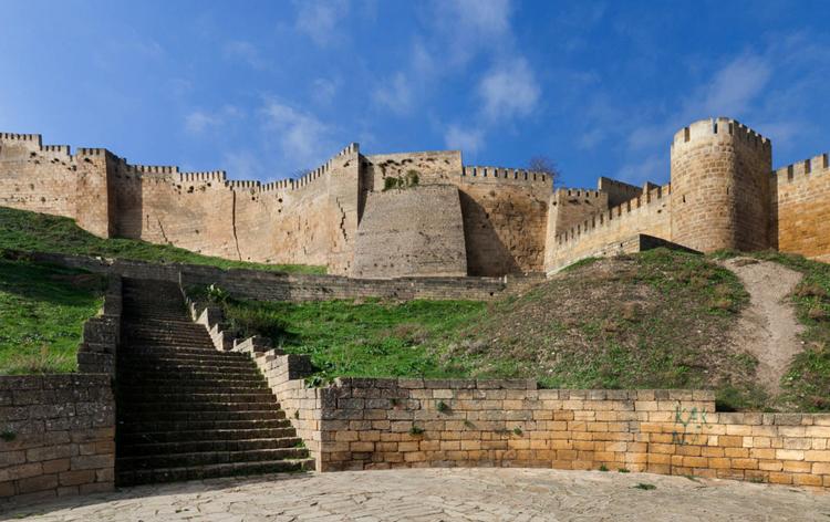 Крепость «Нарын-Кала»