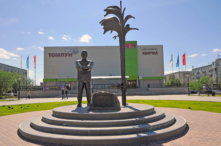 Памятник Нефтянику