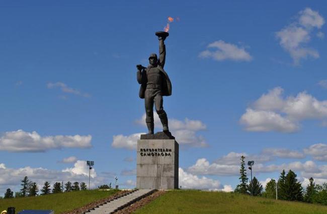 Памятник «Покорителям Самотлора»