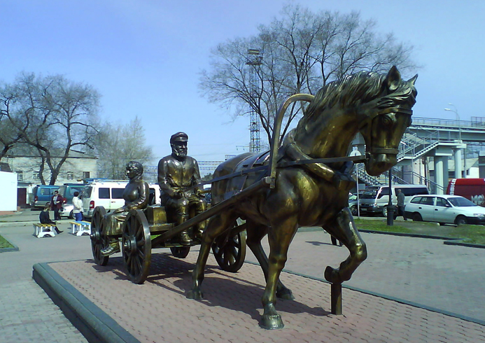 Памятник первым переселенцам