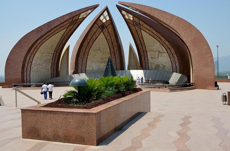Пакистанский монумент