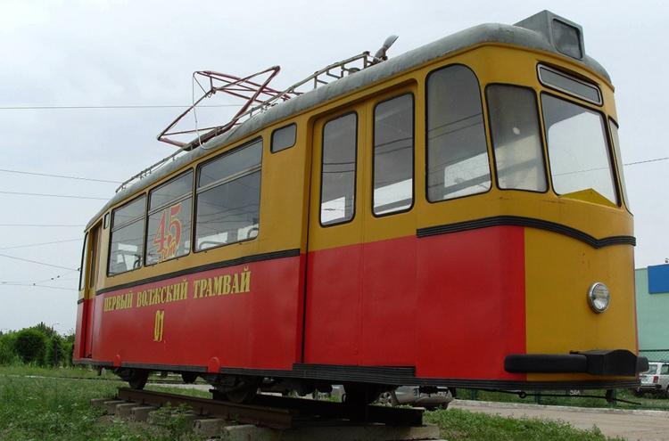 Памятник первому трамваю города Волжский