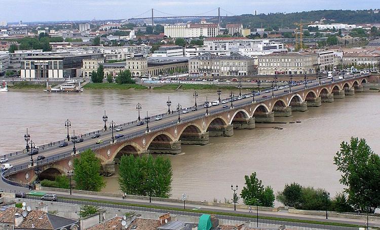 Мост Понт де Пьер