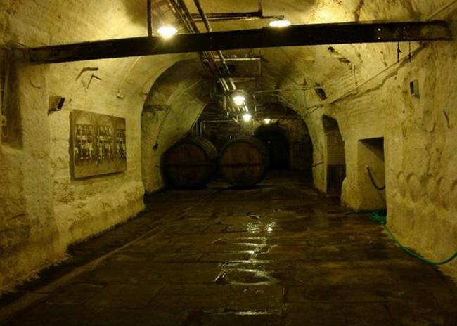 Внутри пивоваренного завода