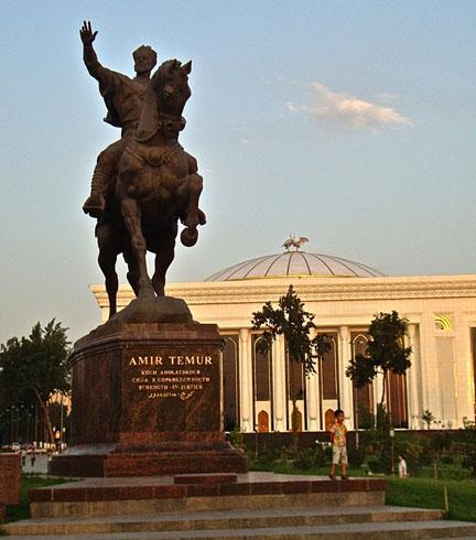 Статуя Амира Темура