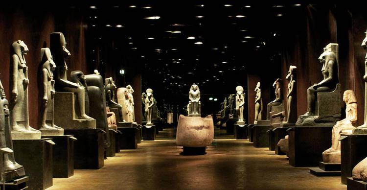 внутри египетского музея