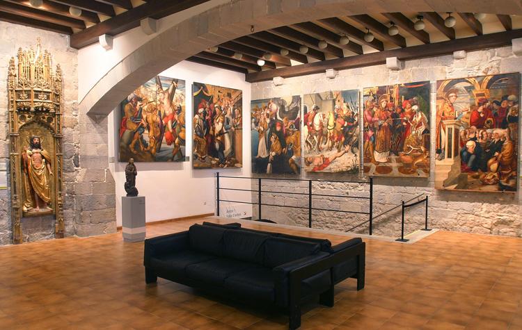 внутри музея искусств