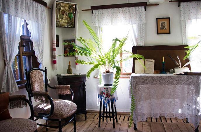 внутри дома Крамского