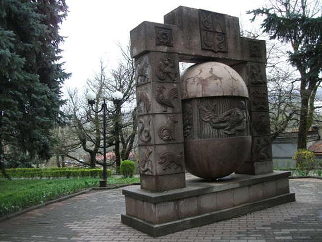 Скульптура «Яйцо желаний»