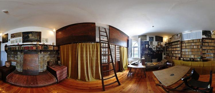 Внутри дома Волошина