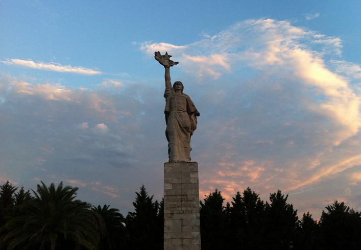"""Памятник """"Мать Албания"""""""