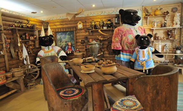 Внутри музея медведя