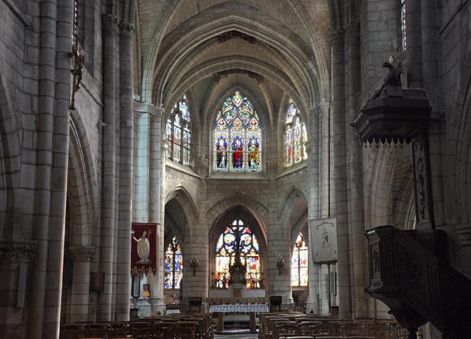Внутри церкви святого Ремигия