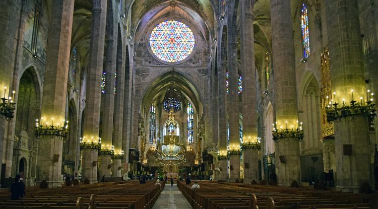 Внутри собора Ла Сео