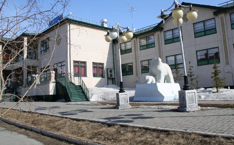 Скульптура «Белые медведи»
