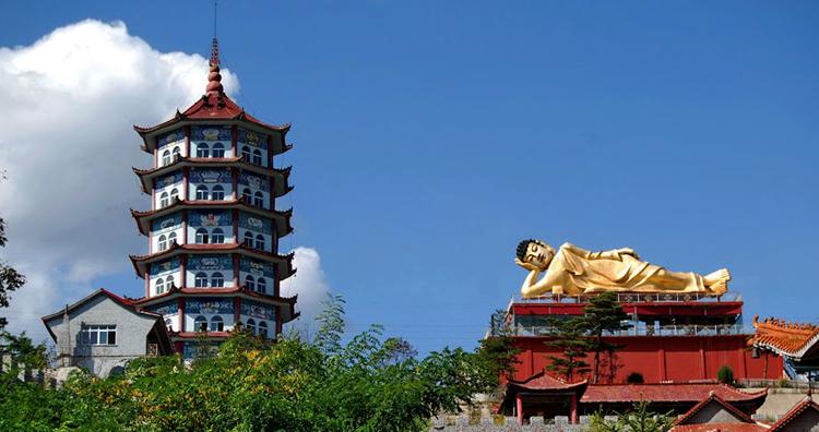 Статуя лежащего Будды