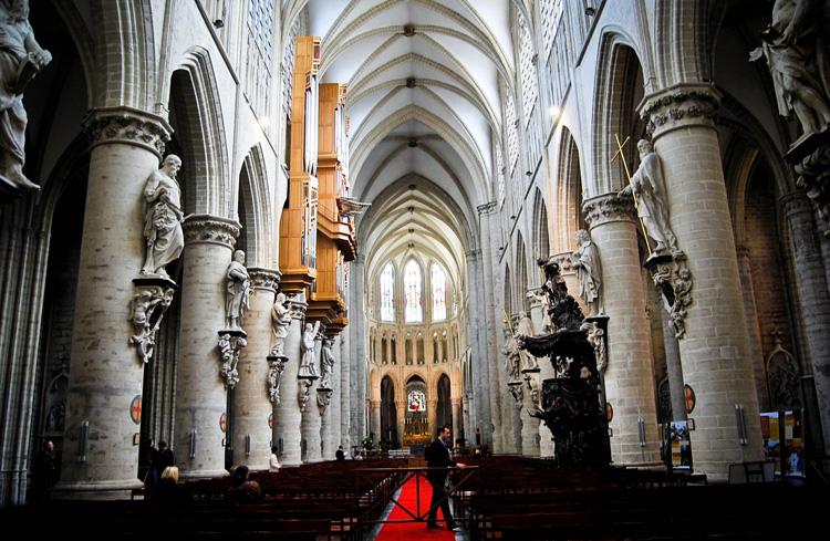 Внутри собора Святых Михаила и Гудулы