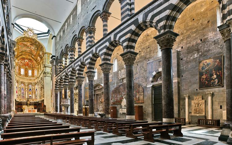 Внутри собора Сан-Лоренцо