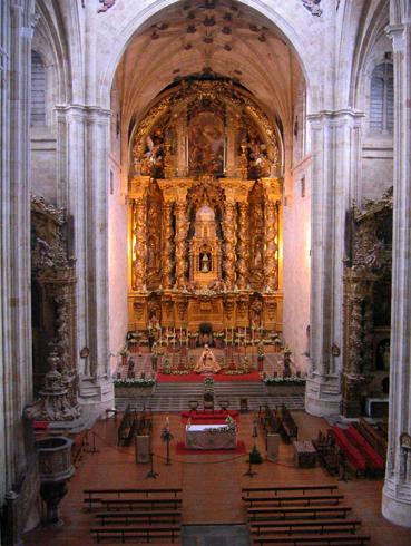 Внутри монастыря Сан-Эстебан