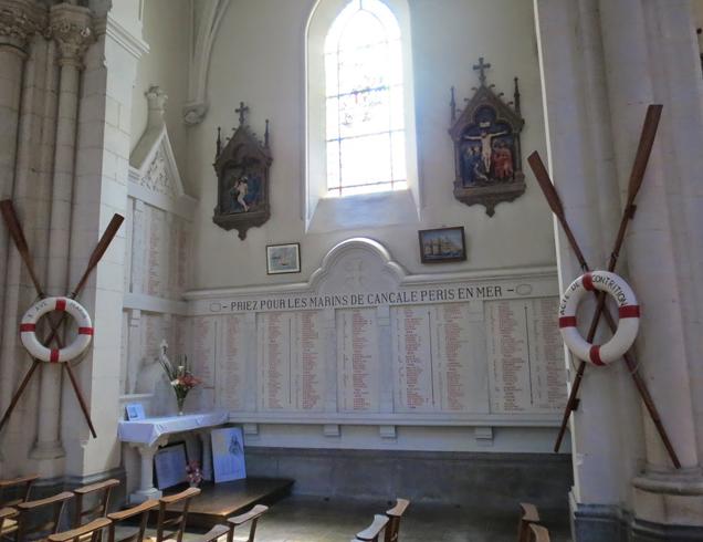 Внутри церкви Сен-Меен