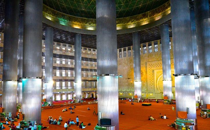 Внутри мечети Истикляль