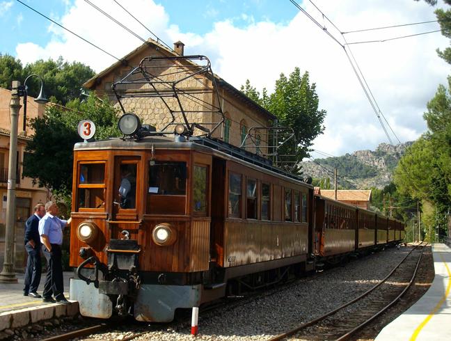 Старинный поезд в Сойер