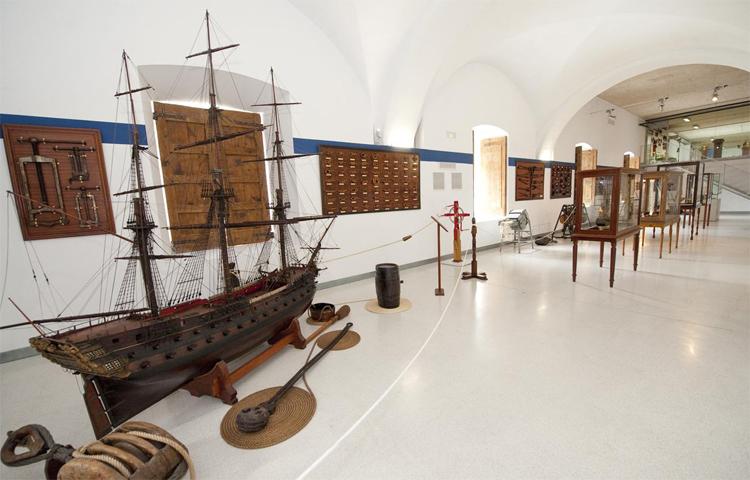 Внутри военно-морского музея