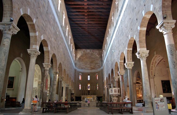 Внутри церкви Сан-Фредиано