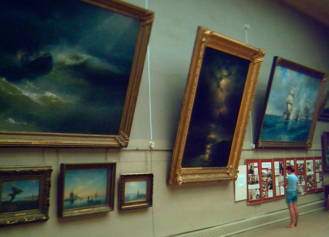 Внутри галереи Айвазовского