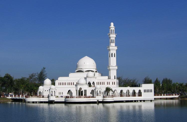 Плавающая мечеть