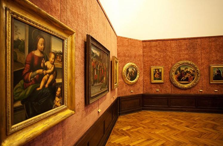 внутри галереи Штроссмаера