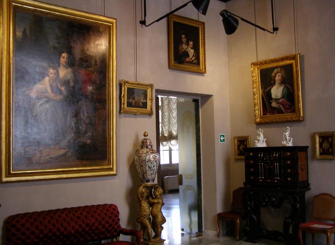 Внутри красного дворца