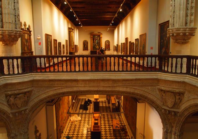 Внутри музея де Санта-Крус