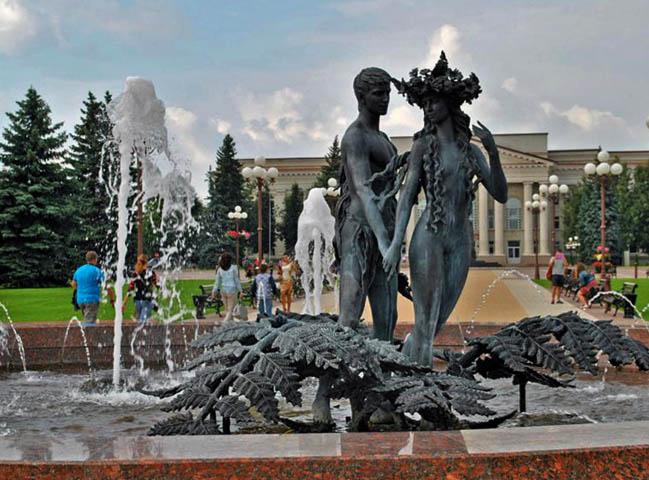 Фонтан «Купалье» на центральной площади